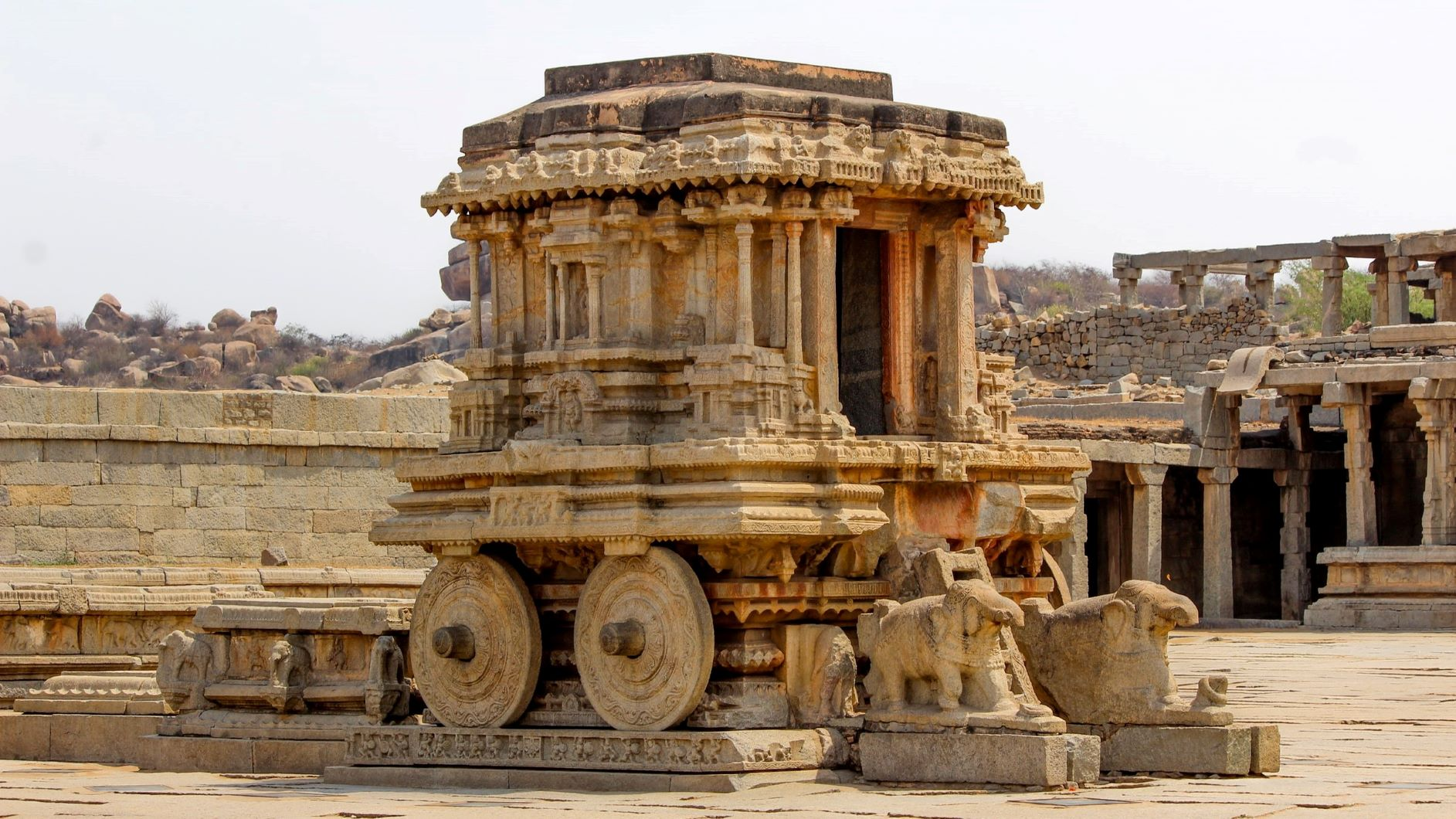12 Astonishing Historical Places in India You Can't Miss